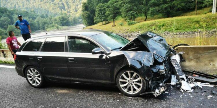 Accident Valcea. Trafic blocat - foto: romania24.ro