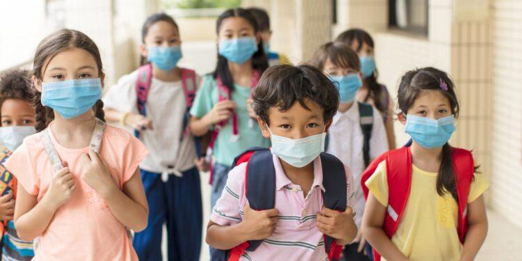 Elevi la școală - Foto: © Tom Wang   Dreamstime.com